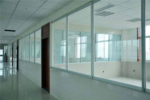 高端铝型材玻璃隔断5
