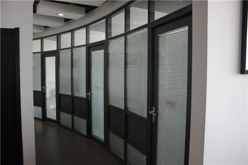 高端铝型材玻璃隔断3